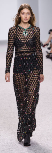 GIAMBATTISTA VALLI The floral Georgian gown sets a promiscuous vibe with its embellished net lace.