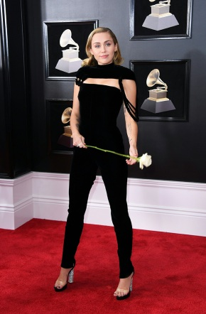 miley-cyrus-grammys-red-carpet-2018